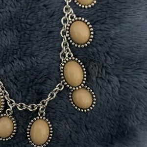 Créeme stone necklace with matching earrings